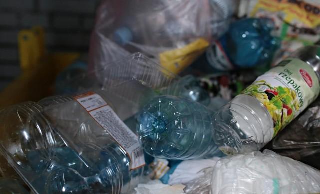 Plastikowe butelki mają podlegać recyklingowi