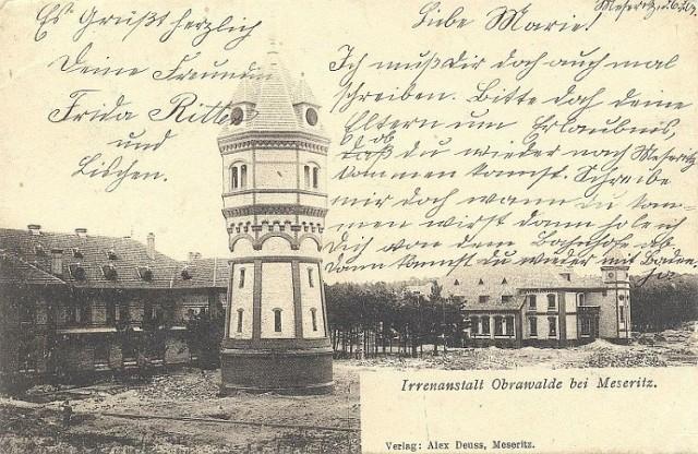 Jedną z najbardziej charakterystycznych budowli Obrzyc jest zabytkowa wieża ciśnień.