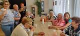 Tutaj seniorzy mogą poczuć rodzinną atmosferę. Czy możesz się jeszcze zapisać do Domu Seniora w Świdnicy? Atrakcji jest tu co niemiara