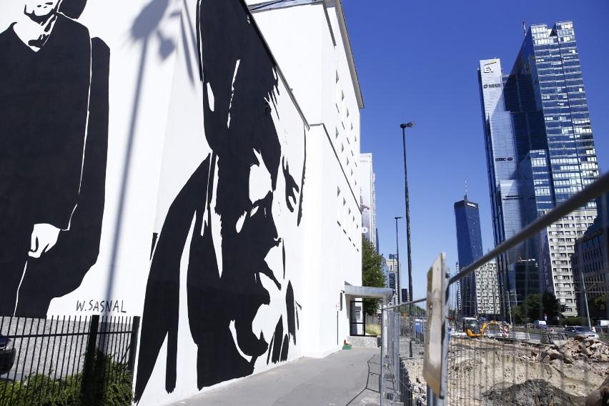 W Warszawie odsłonięto mural z wizerunkiem Jacka Kuronia