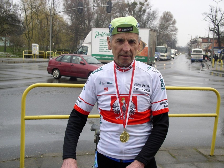 Kolarz Grabowski  ma 77 lat i wciąż jest w bardzo dobrej kolarskiej formie