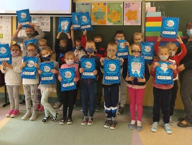 Krwiodawcy powiatu puckiego krążą z darami dla dzieci i seniorów