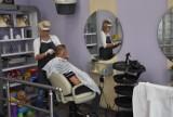 Fryzjerzy w Rybniku dziś strzygą ostatni dzień. Od jutra salony zamknięte. Niektórzy próbują ostrzyc się jeszcze przed świętami
