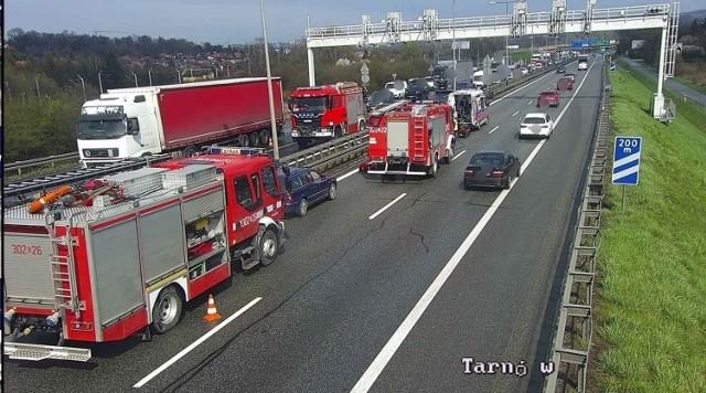 Wypadek na A4. Bus zderzył się z samochodem ciężarowym. Powstały gigantyczne korki