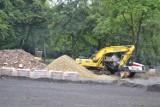W Mysłowicach trwa remont Parku Zamkowego. Teren parku jest rozkopany. Powstają nowe alejki, boiska czy skate park