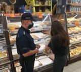 Sanepid i policja w marketach w Kołobrzegu. Sprawdzali czy wszyscy mają obowiązkowe maseczki