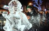 Jarmark bożonarodzeniowy 2019 Zielona Góra. Wyjątkowy pokaz na deptaku. Zobacz, co artysta wyrzeźbił w lodzie [ZDJĘCIA, WIDEO]