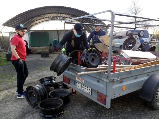 Strażacy rozpoczęli drugą akcję zbiórki złomu. Zbierają fundusze m.in. na doposażenie jednostki w sprzęt