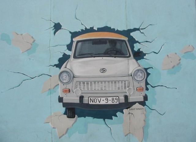 Malunek na pozostałych fragmentach muru berlińskiego. Fot. Przemek Trubalski