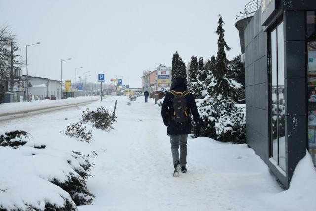 Atak zimy 2021 w Sępólnie. Na drogach panują trudne warunki