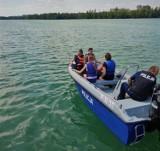 Policyjni wodniacy z Bytowa rozmawiają z dziećmi o bezpieczeństwie. Na wodzie