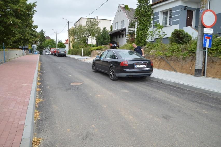Przebudowa ulicy Cichej w Bytowie potwornie się ślimaczy. Nawet burmistrz ma wątpliwości czy skończy się 18 września (zdjęcia)