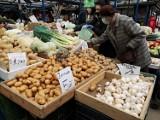 Oto najmniej toksyczne owoce i warzywa na świecie. W nich jest mało pestycydów - nowy raport EWG [lista]