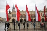 Kraków. Mieszkańcy pamiętali o Święcie Flagi. W drugi dzień majówki w mieście dominowały barwy biało-czerwone [ZDJĘCIA]