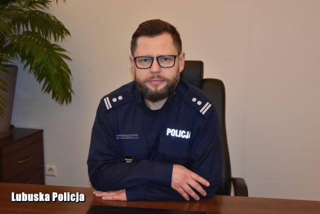 Młodszy inspektor Marek Halota siadł w gabinecie komendanta we wtorek 5 stycznia 2021 r.   Zastąpił przechodzącego na emeryturę po 30 latach służby młodszego inspektora Jacka Banca