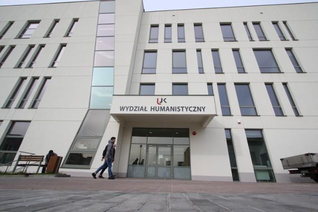 W środę, 9 października odbędzie się oficjalne otwarcie nowego budynku Uniwersytetu Jana Kochanowskiego w Kielcach. Niebawem będą uczyć się tu studenci Wydziału Humanistycznego.  >>> ZOBACZ WIĘCEJ NA KOLEJNYCH ZDJĘCIACH