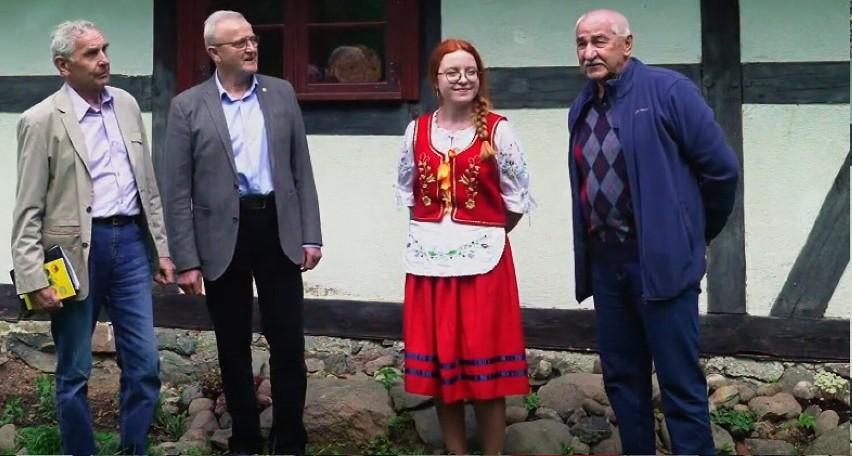 """To już 50 lat minęło, odkąd mali, młodzi i dorośli Kaszubi występują w konkursie """"Rodnô Mòwa"""" w Chmielnie"""