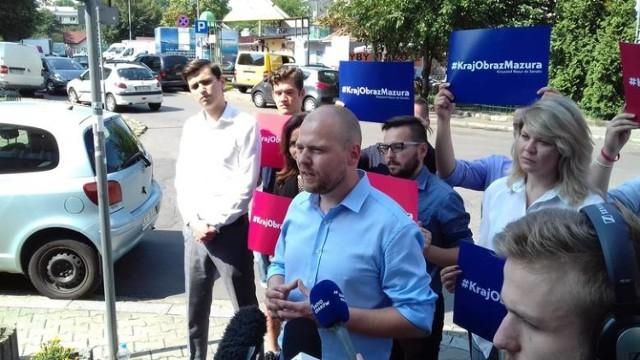 Krzysztof Mazur podczas kampanii do Senatu