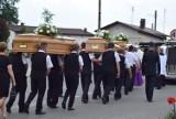 Zamordowaną w Borowcach rodzinę żegnali przyjaciele, mieszkańcy i krewni. Pogrzeb Justyny, Janusza i Jakuba