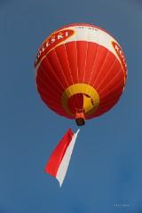 Tarnów. Wielkie flagi przeleciały nad miastem - to baloniarze z Mościckiego Klubu Balonowego [ZDJĘCIA]