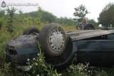 Wypadek w Jeziorkach koło Mogilna. Dachowanie audi A4 [dużo zdjęć]