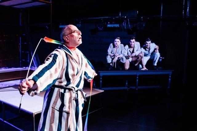 Teatr Wybrzeże zaprasza na platformę VOD, na której prezentowane są aż cztery spektakle - NORA, ŻYCIE INTYMNE JAROSŁAWA, AMATORKI oraz RUSCY.