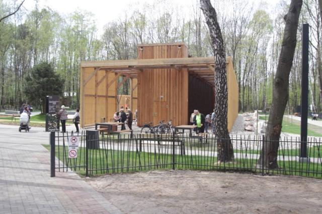 Tężnia solankowa w Parku Zadole w Katowicach bije rekordy popularności. Otwarta w 2019r r. jest jedną z wielu, która znajdują się w okolicach Śląska. Powstały już m.in. w Żorach, Jaworzu, Ustroniu, Radlinie, Rybniku, Tychach, Siemianowicach Śląskich, a także w Czeladzi.