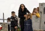 """""""Tak mi mamo jest smutno bez Ciebie"""". Justyna Steczkowska pożegnała mamę Danutę. Spoczęła na cmentarzu w Cieklinie [ZDJĘCIA]"""