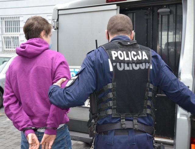 19-latek i 21-latek zostali zatrzymani przez gdańską policję m.in. za posiadanie narkotyków i kierowanie bez uprawnień