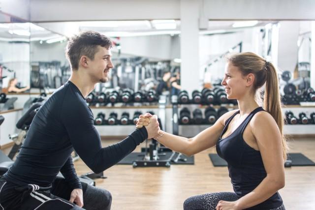 Dieta to wyzwanie, przez które łatwiej przejść razem! Te pary są na to dowodem. Zobacz metamorfozy, które zapierają dech w piersiach.