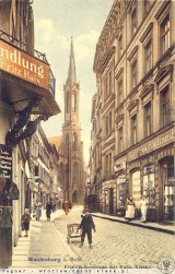 Jaka urocza ulica Moniuszki w Wałbrzychu z zajazdem i gospodą. Jedna z najbardziej klimatycznych w mieście. Zdjęcia sprzed wojny i z PRL-u
