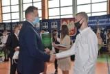 Ogólnopolskie zakończenie roku szkolnego w Sieradzu. Minister Czarnek: 1 września powrót do szkół FOTO