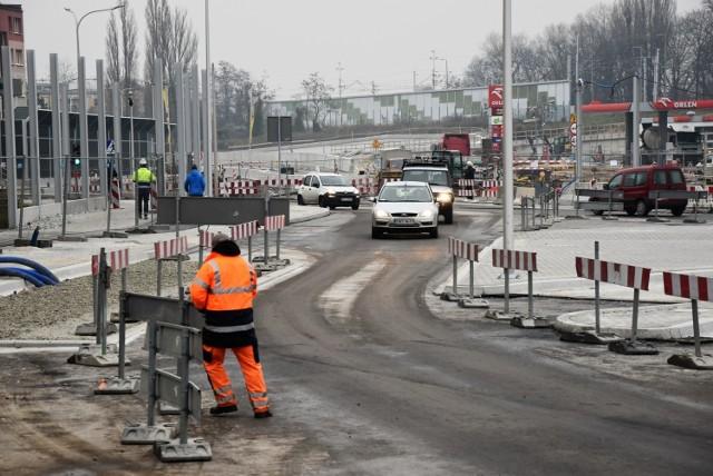 Centrum przesiadkowe Opole Wschodnie. Nowa organizacja ruchu w śródmieściu. Na zdjęciu: Przejazd przez teren wielostanowiskowy przystanek.