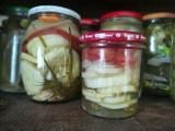Letnie smaki zamknięte w słoiku. Przepis na pyszną sałatkę z ogórków i pomidorów