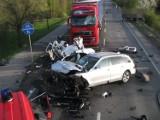 Ostrów: Wypadek na Wrocławskiej, jedna osoba nie żyje, druga walczy o życie [ZDJĘCIA]