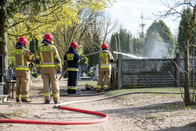 Niedzielne działania straży (cmentarz w Brodnicy)