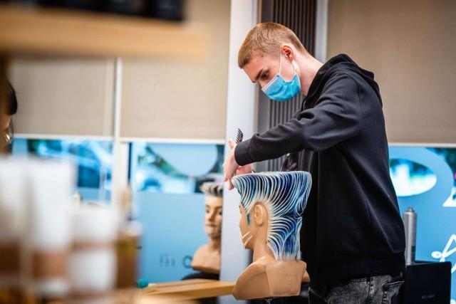 Gniewko Kuczyński z Dębicy dwukrotnym wicemistrzem świata we fryzjerstwie klasycznym i kreatywnym!
