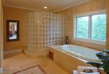 Kabina prysznicowa - kupić gotową, czy zbudować?