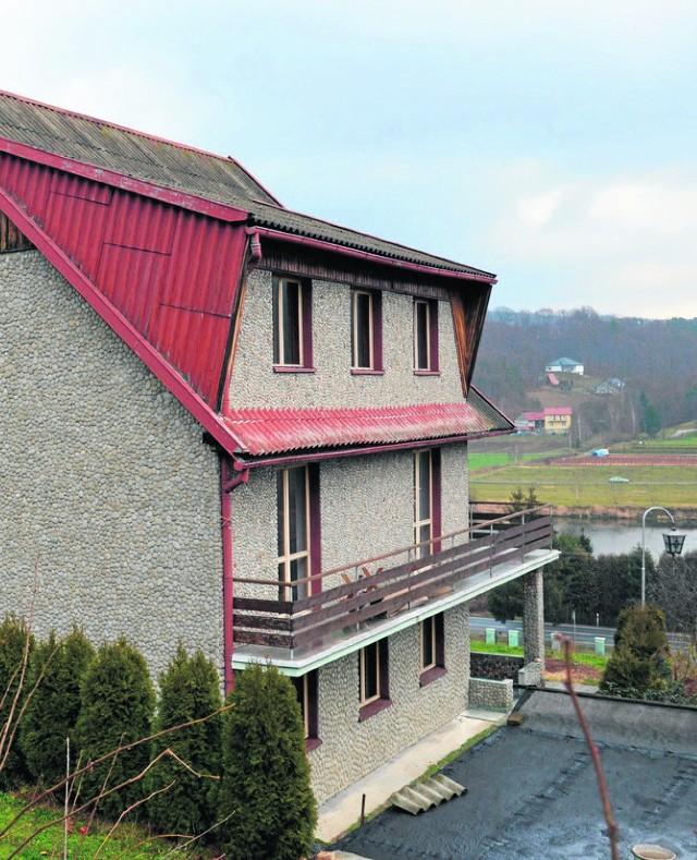 Dom, w którym mieli zamieszkać Romowie, znajduje się w centrum Czchowa. Sąsiedzi i burmistrz byli temu przeciwni