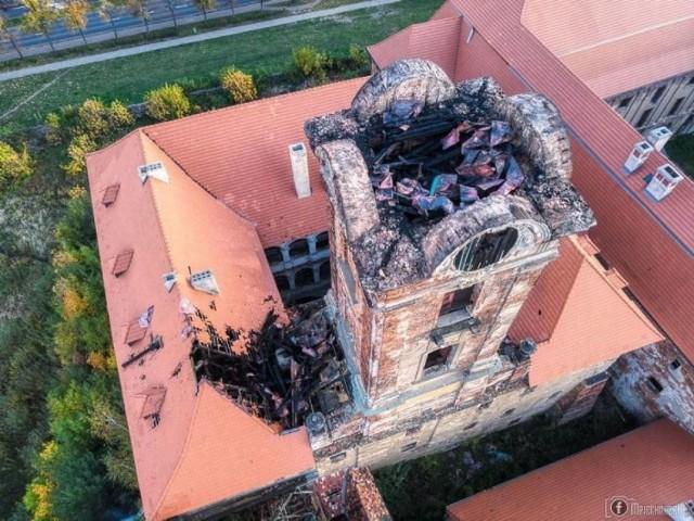 Tak wyglądała wieża zamkowa dzień po pożarze 14 października 2020 roku