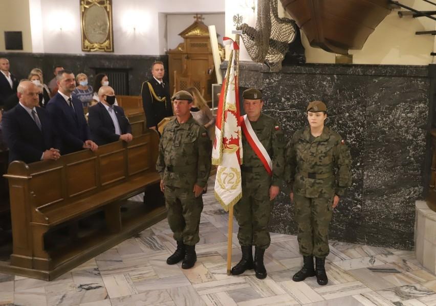 Obchody rocznicy wybuchu Powstania Warszawskiego w Radomiu. Była msza i kwiaty pod pomnikiem - zobacz zdjęcia