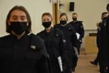 Opole. Nowi policjanci ślubowali w Komendzie Wojewódzkiej Policji. 33 funkcjonariuszy będzie strzegło naszego bezpieczeństwa