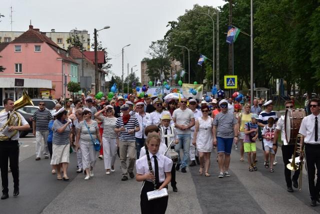 Kolorowa parada jak zwykle otworzyła kolejną odsłonę Rybobrania w Krośnie Odrzańskim.
