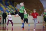 VIII Mikołajkowy Turniej Piłki Ręcznej Chłopców. Bezkonkurencyjny UMKS-PMOS Chrzanów [ZDJĘCIA]