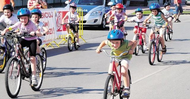 Przed wyścigiem seniorów na trasę ruszyli mali kolarze