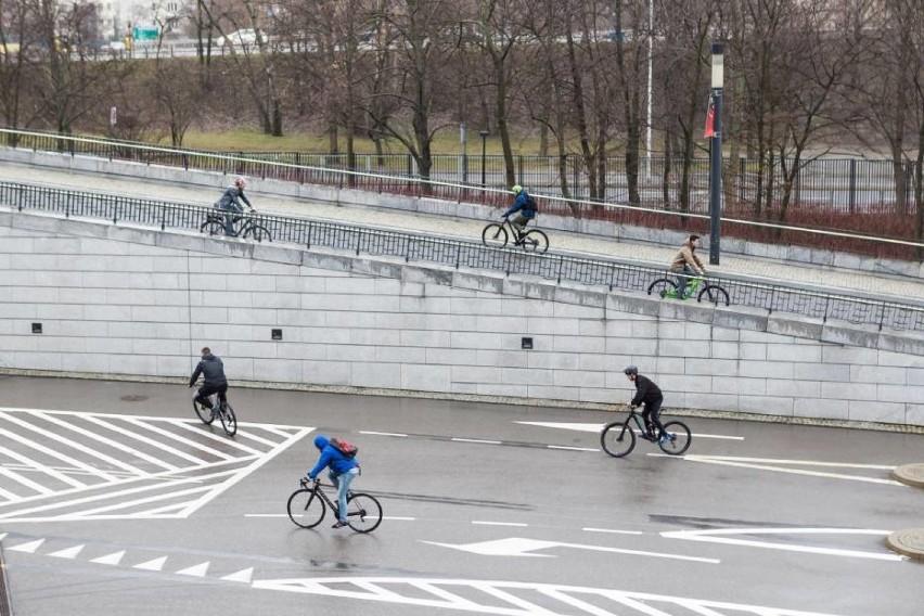 Rośnie liczba rowerzystów w Warszawie. Miasto skupi się na budowie nowych ścieżek rowerowych