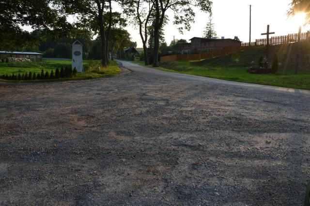 Mieszkańcy m.in. Ról w gminie Miastko skarżą się na fatalny stan drogi
