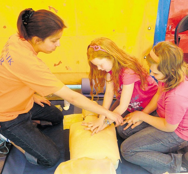 Ratownicy WOPR uczyli zasad pierwszej pomocy
