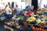 Ceny owoców i warzyw na placu Bartłomieja w Jaśle. Zobacz, co można kupić tanio, a za co trzeba sporo zapłacić [13.08]