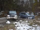 Wypadek w Desznicy. 23-latka wjechała w pojazd stojący na poboczu [ZDJĘCIA]